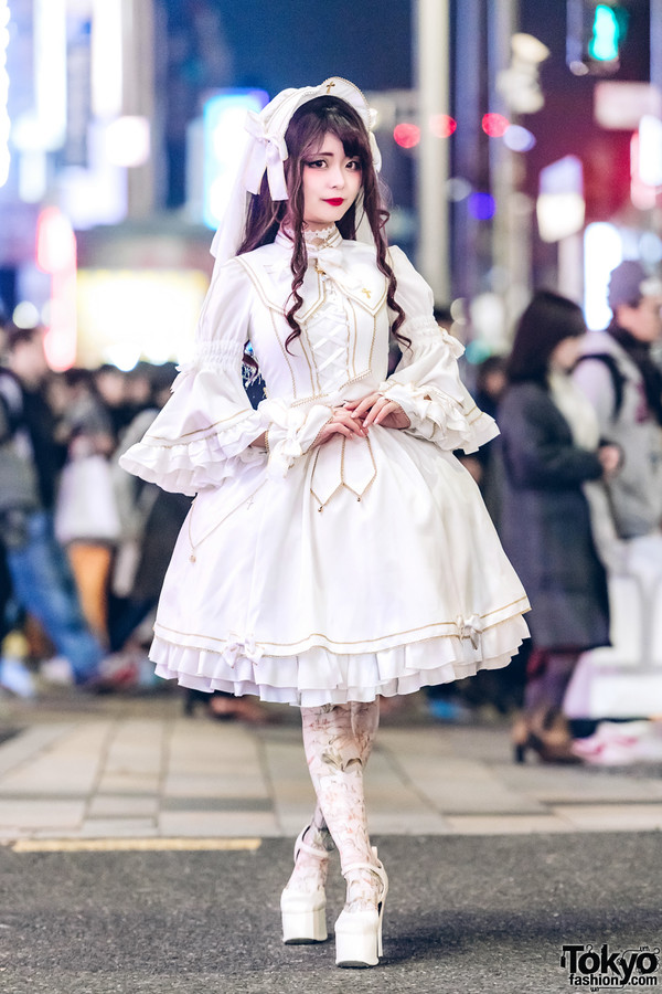 a6b59f78a2ed Sana is a Japanese model who often appears on Tokyo Fashion street snaps!  In this picture she is wearing all white lolita fashion.